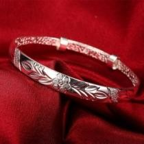 91% off Women's Silver Plated Floral Ingrain Design Bangle